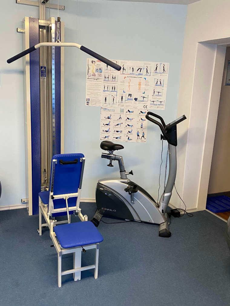 Trainigsgerät in einem Behandlungsraum der Praxis für Physiotherapie in Reisbach